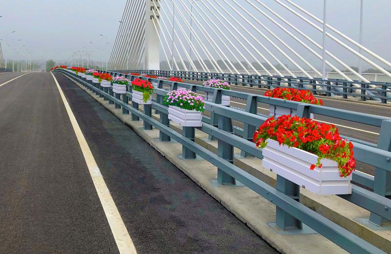 安徽滁州-桥体绿化花箱